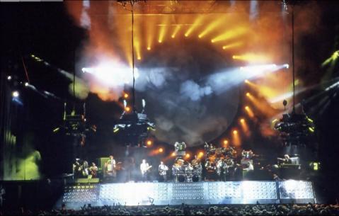 Pink Floyd Delicate Sound of Thunder videosundan bir Görsel